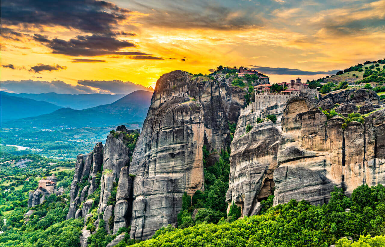 The Holy Monasteries of Varlaam, Saint Nicholas Anapafsas - Meteora - Greek Transfer Services